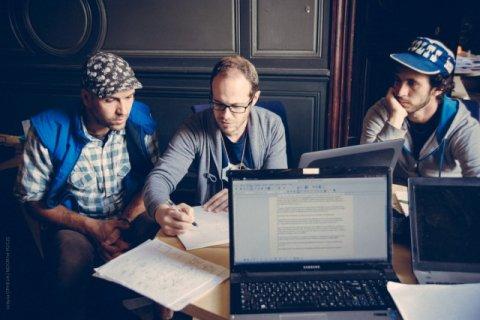 L'équipe Bicitractor (J.P à gauche et Matthieu à droite) en session avec un mentor d'Autodesk (au centre)